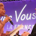 Frigide Barjot remettant la Charte de l'Avenir pour Tous à Nicolas Dupont-Aignan